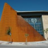 gran fachada corten iglesia