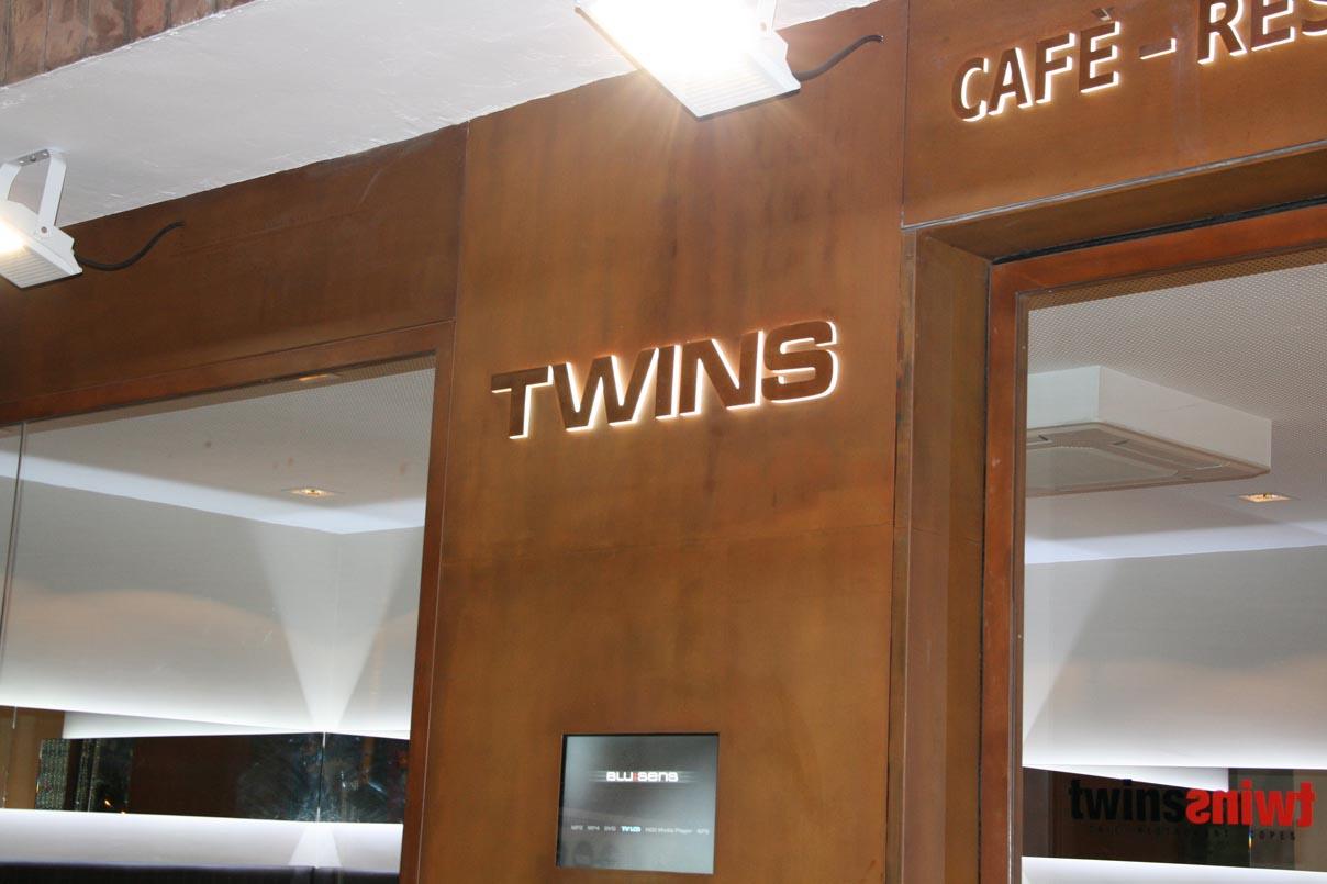 05_Twins