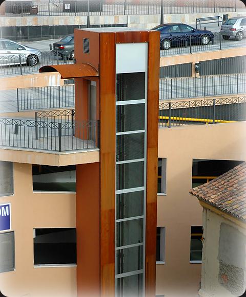 Acero corten en la cubierta de un ascensor